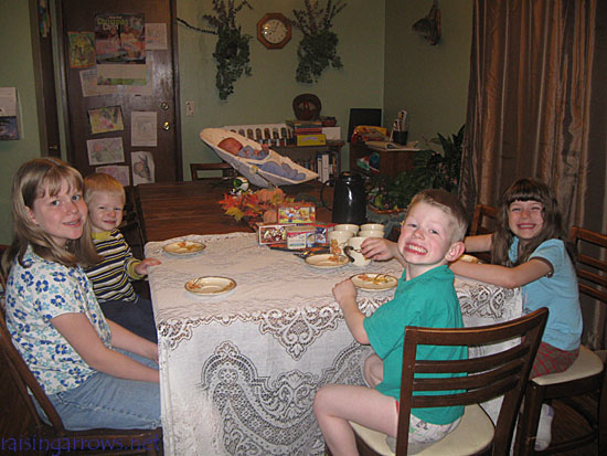 Managing Meal Time with Babies and Toddlers - tips to curb the chaos!