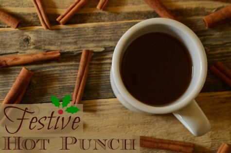 Festive Hot Punch - this stuff is sooo good and tastes so Christmasy! | RaisingArrows.net