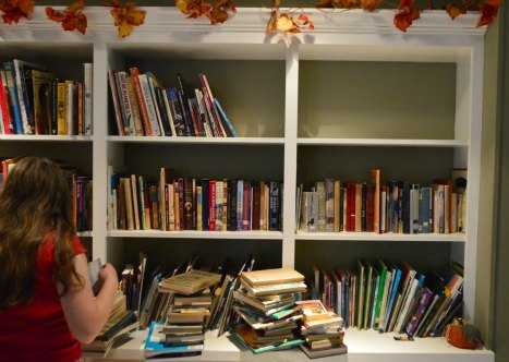 How to Simplify and Organize Your Homeschool Library | RaisingArrows.net