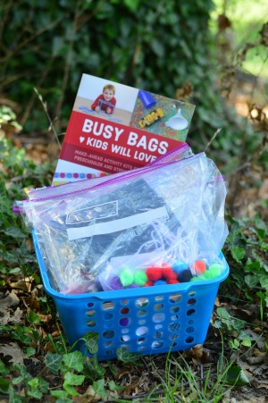 How I Occupy my Busy Preschooler - these are super simple and cheap busy bag ideas!